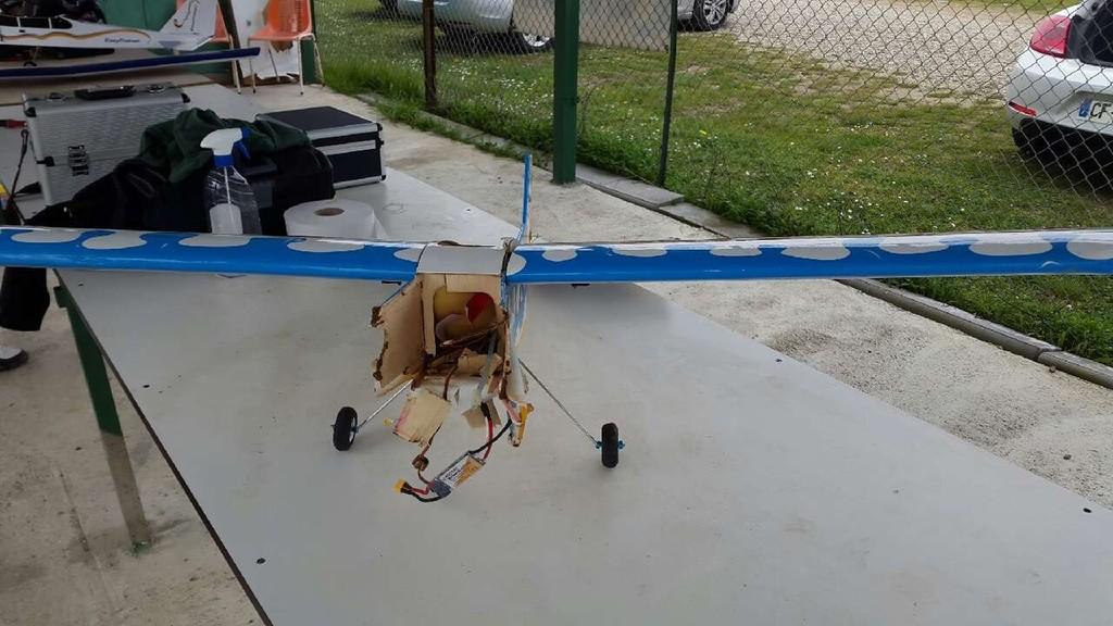 Avril : pulso réacteur et crash de l'avion école !